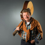 Charles Gordon mit Gitarre - The Voice of Charlie